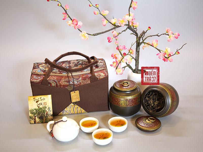 Thanh Tuyền Trà có màu hổ phách đặc trưng với hương thơm hoa quả tự nhiên đan xen cùng mật ong rừng