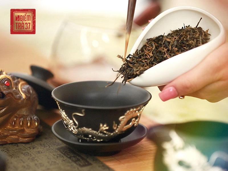Hồng trà hay còn gọi là trà đen phụ thuộc vào quá trình oxy hóa từ trên 80% đến 100%