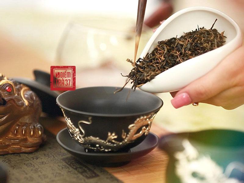 Hồng trà là dòng trà oxy hóa hoàn toàn
