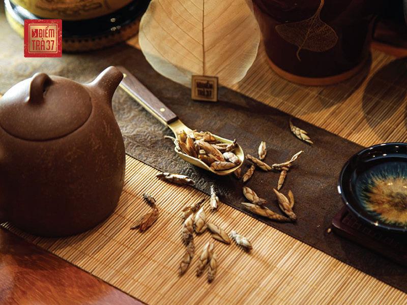 Bát Đại Shan – Hương trầm trà rừng cổ thụ